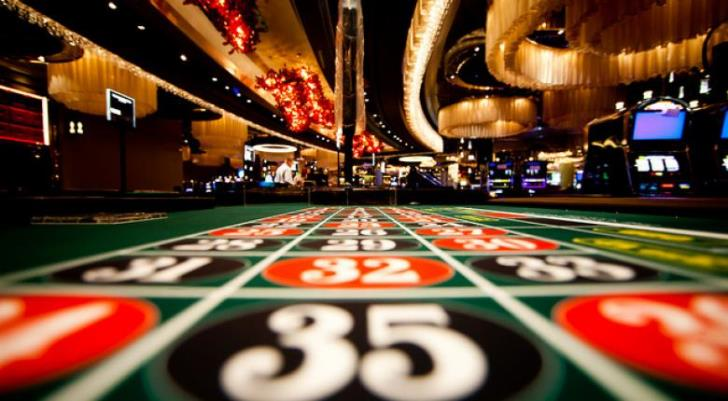 Police arrest 33 in raid on illegal casino