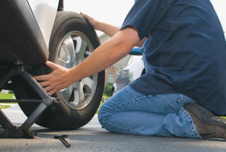 Flat tyre ruse to steal from cars