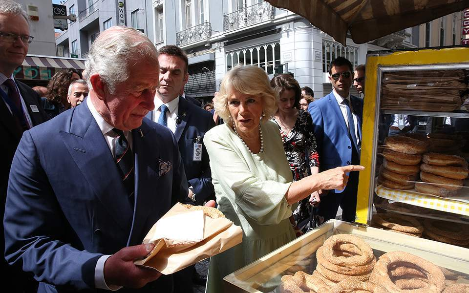 Prince Charles and Camilla stroll in Athens (video)
