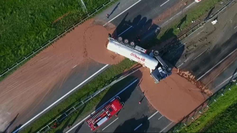 Truck loses load of liquid chocolate on Polish highway (Video)