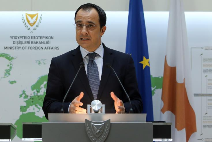 """Foreign Minister hails """"political and diplomatic significance"""" of US decision to lift arms embargo on Cyprus"""