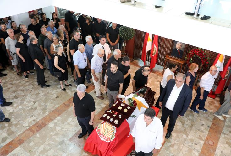 Mourners pay last respects to Demetris Christofias