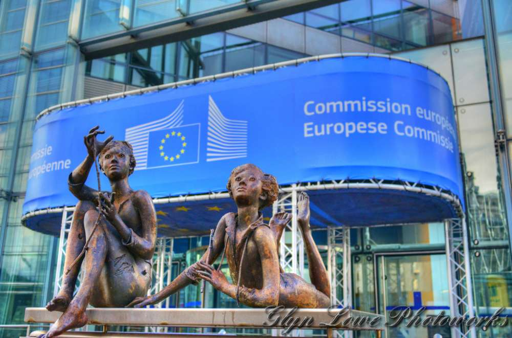 "EU Commission adopts ""no-deal"" contingency measures for Erasmus+ students"