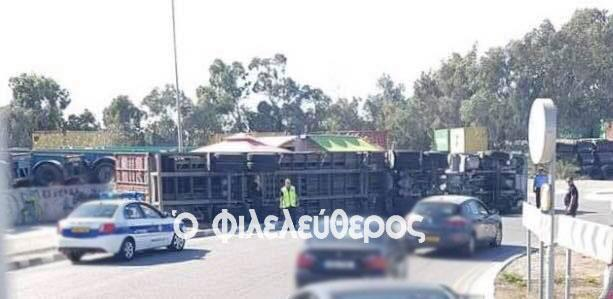 Lorry collides into food truck in Limassol