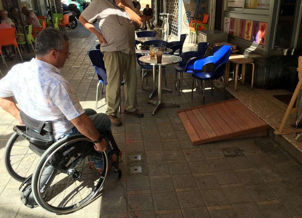 Nicosia Municipality installs ramps for disabled at Ledra-Onasagorou streets