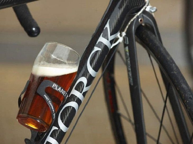 Police stops cyclist for drunk driving; found to be irregular migrant