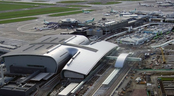 Dublin Airport: Police stop man chasing plane
