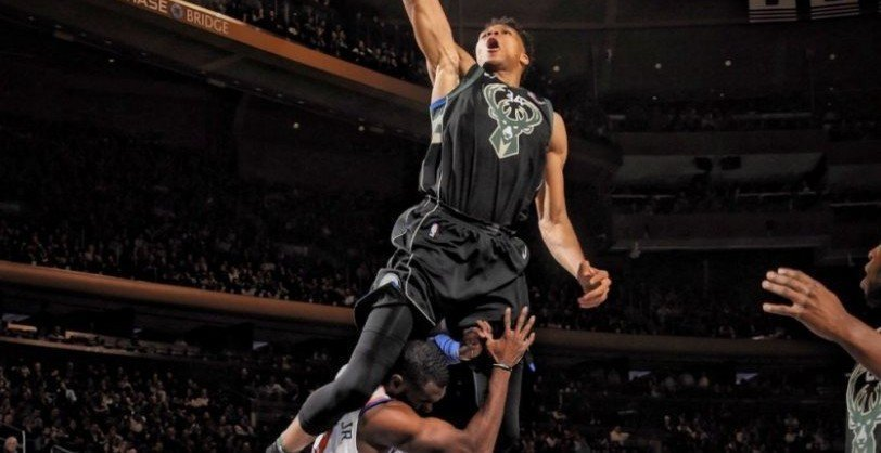 Giannis Antetokounmpo picks up NBA dunk of the year award! (video)