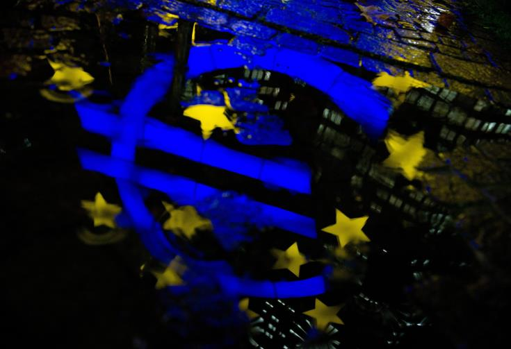 EU Commission pushes for wider use of euro in global markets