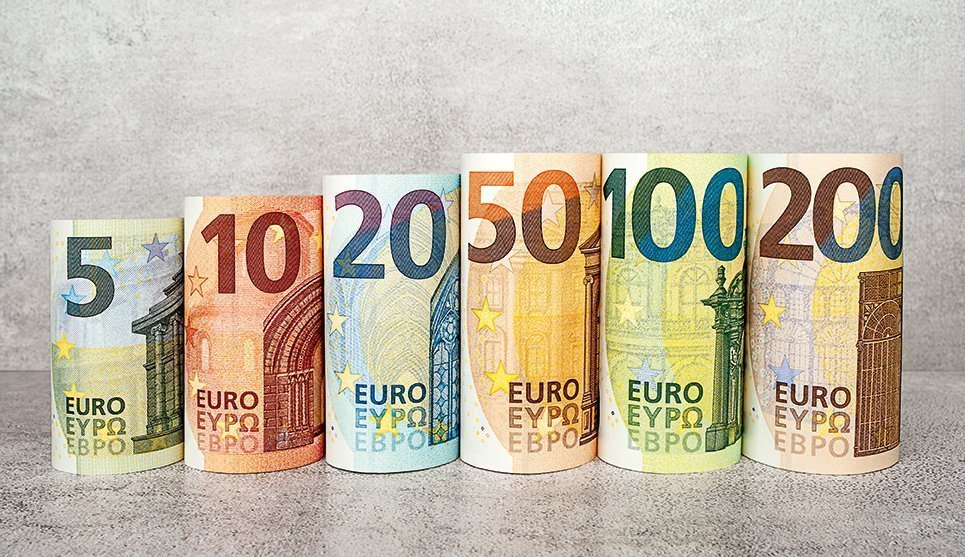 FOREX-Euro weakens as slowdown fears grow