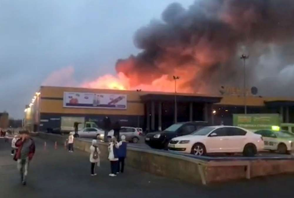 Supermarket in St. Petersburg burns down (pictures)