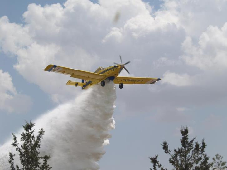 Cyprus sending fire fighting aircraft to help tackle wildfires in Israel (photos)