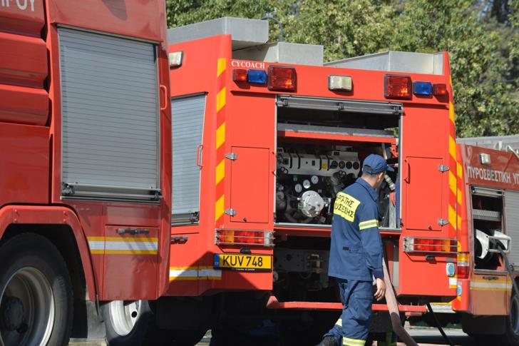 Fire fighters tackle fire on Paphos-Polis road