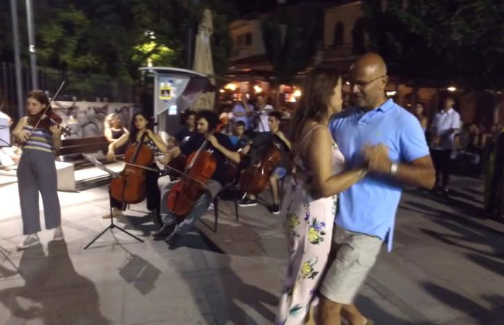 Orchestra draws crowds at old Limassol port (video)