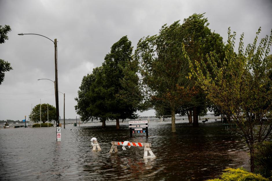 Life-threatening hurricane Florence batters US coast