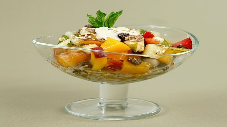 Fruit salad with muesli