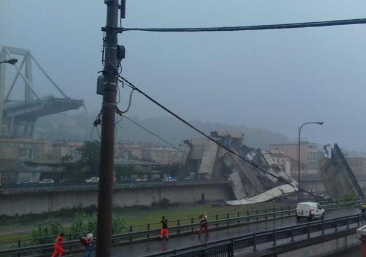 Italy motorway bridge collapses over Genoa