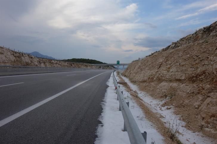Heavy hail on Limassol-Paphos highway