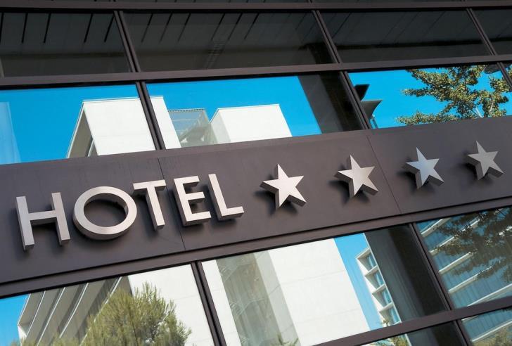 Coronavirus: Hotels urged to close until April 30