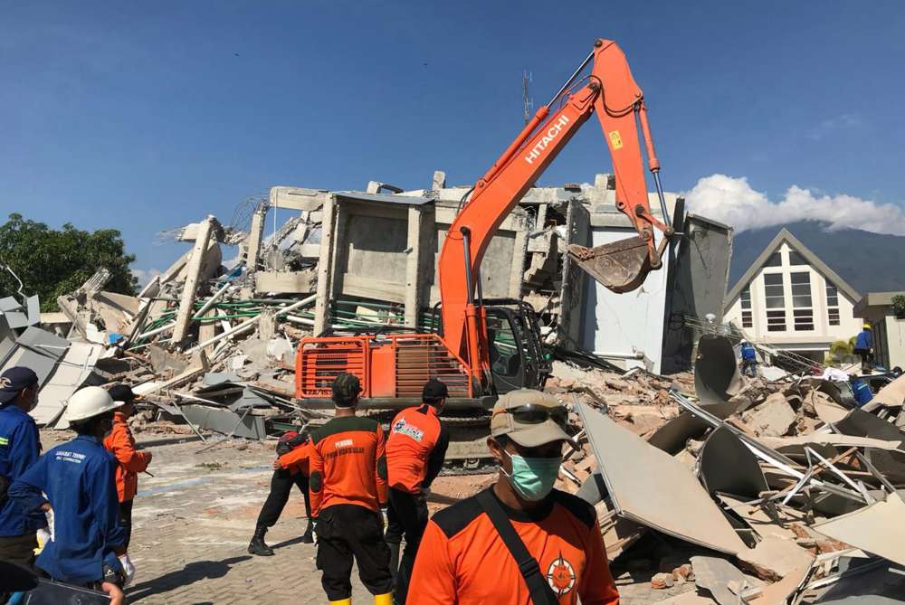Indonesia rushes in aid as death toll from quake