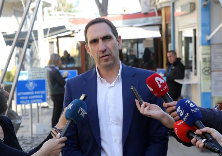 Coronavirus: Minister inspects measures at Ledra Street checkpoint
