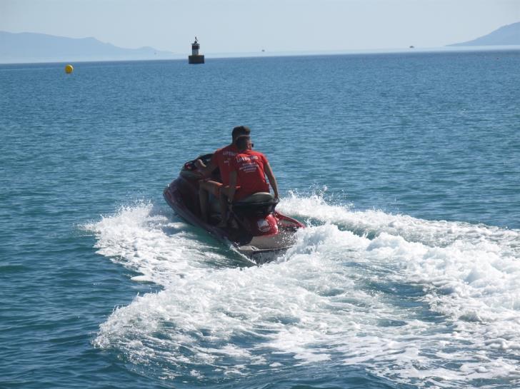 Polis lifeguards' jet ski 'stuck on the beach'