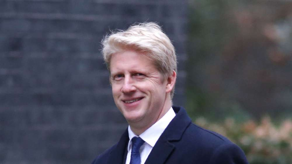 Jo Johnson quits as minister over Theresa May's Brexit plan