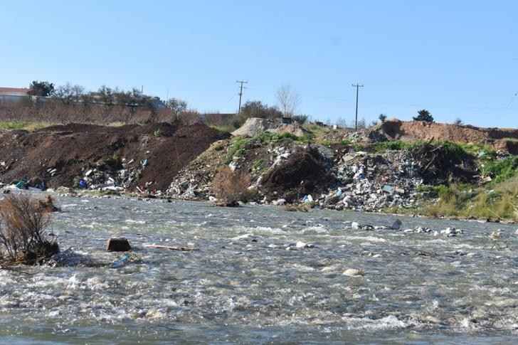Rubbish from overflowing Kouris dam heading towards the sea