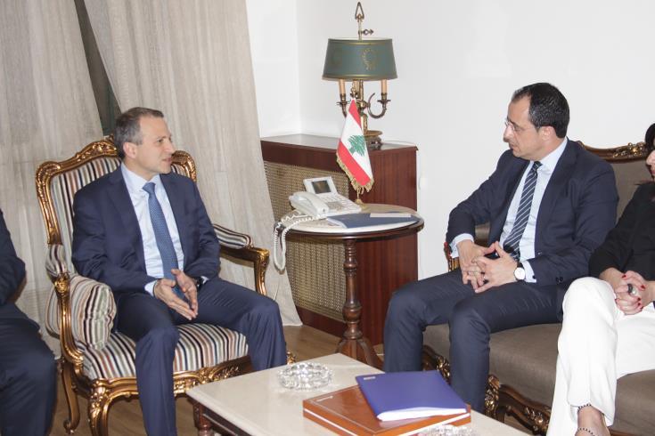 FM discusses bilateral relations
