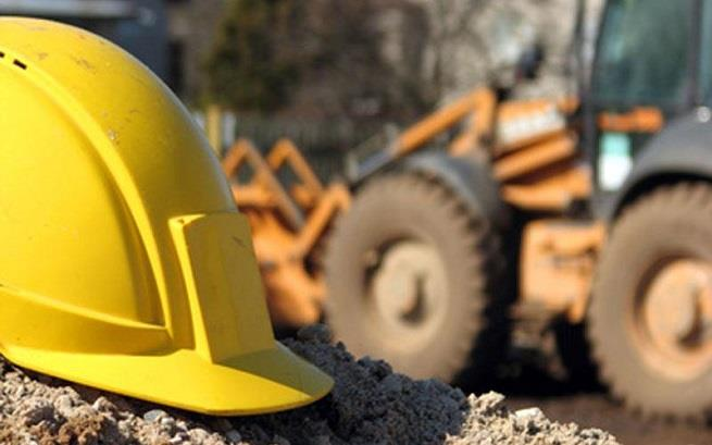 Limassol:  Worker buried by mound of earth