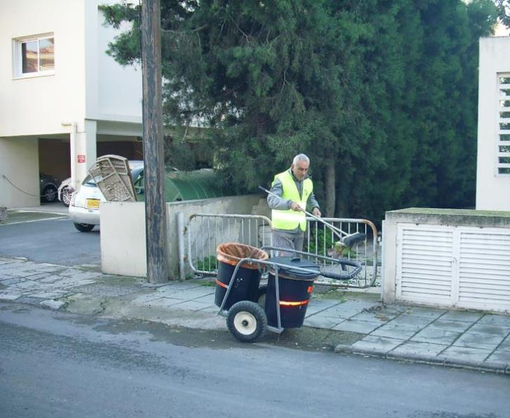 Larnaca adds 6 unemployed people in street cleaning staff