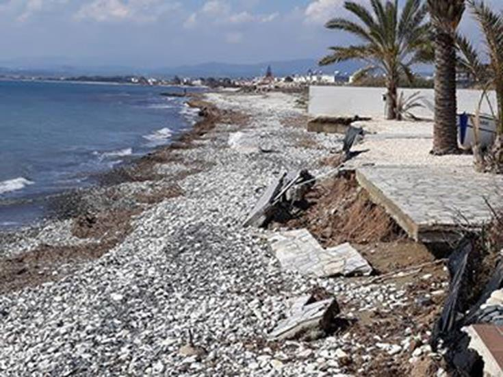 Larnaca wants more wave breakers at Voroklini and Pervolia to fight coastal erosion