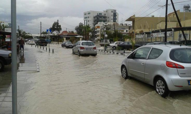 Larnaca: Fire service called in to help stranded drivers