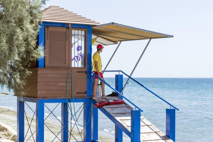 Limassol lifeguards rescue Russian tourist from drowning