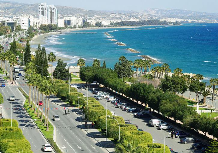 Forgetful tourist makes naked dash to Limassol hotel (photo)