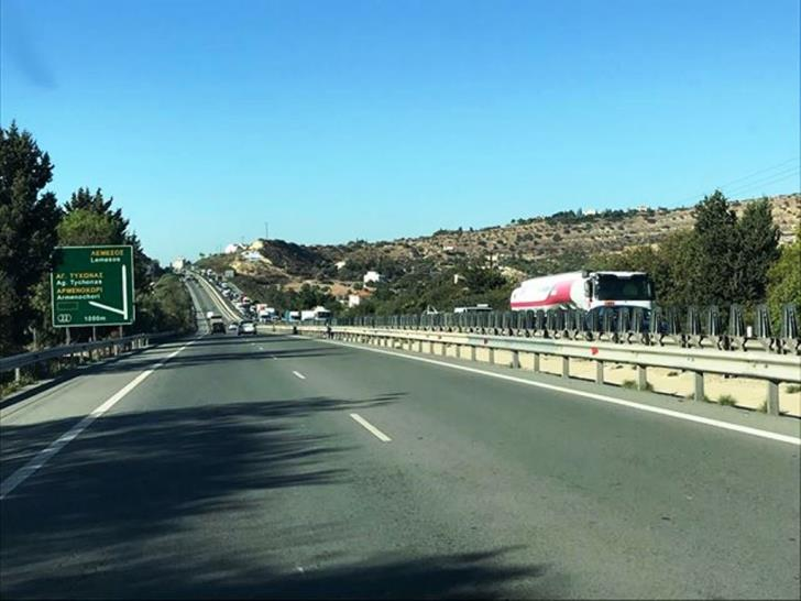 Both lanes on stretch of Limassol-Nicosia highway closed because of traffic accident