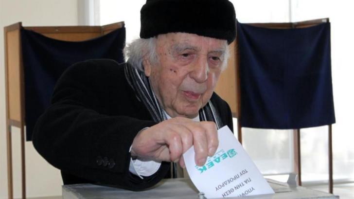 Socialist Edek's Lyssarides hospitalised with breathing problems