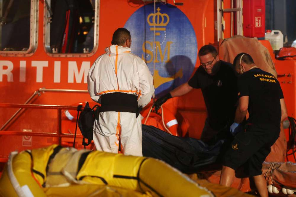 34 migrants drown in Mediterranean shipwreck