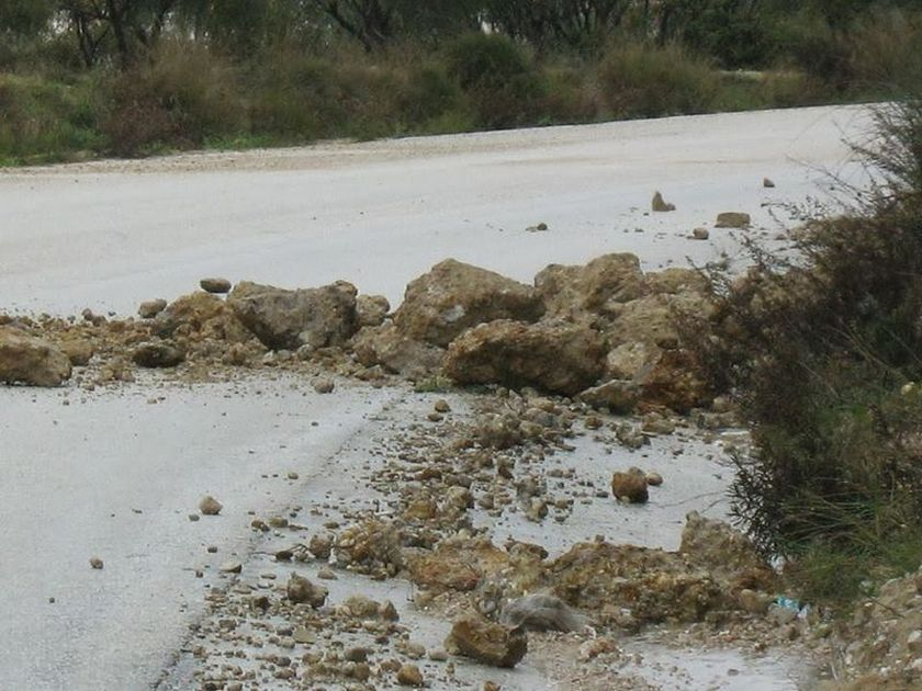 Police Mudslides because of rain on several mountain roads