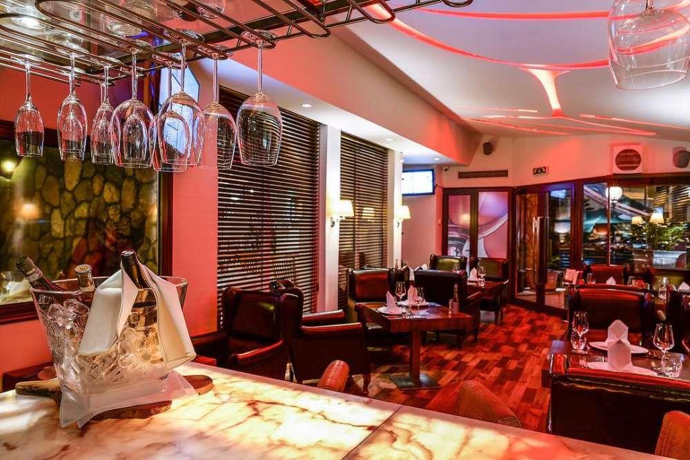Neon Phaliron Restaurant & Wine Lounge