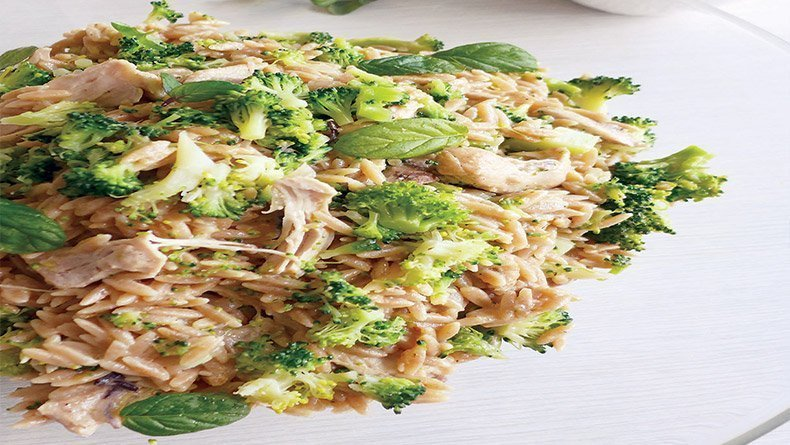 Wholewheat orzo with chicken and broccoli