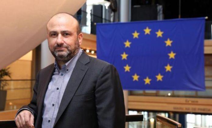 Ousted socialist Edek MEP Papadakis fires back at party leader