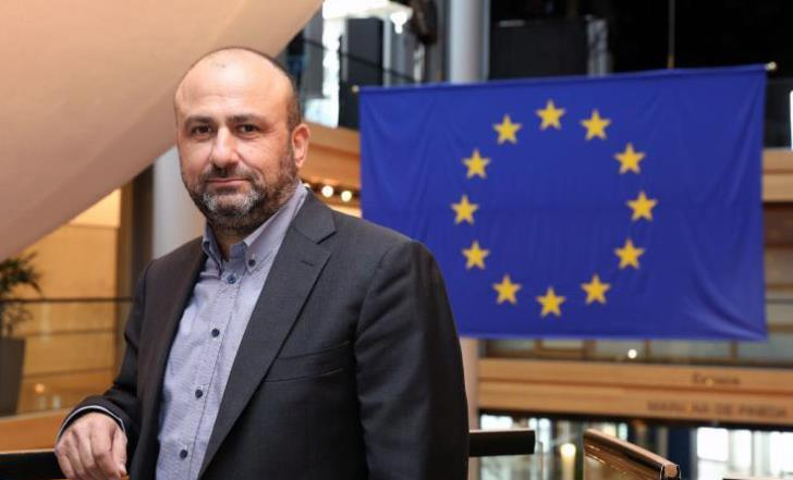 Edek's turmoil  after expulsion of MEP Papadakis takes wider dimension