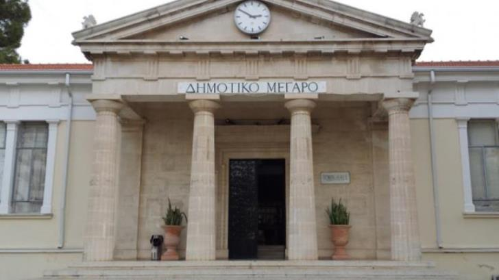 Paphos municipality employees on strike against privatisation of garbage collection