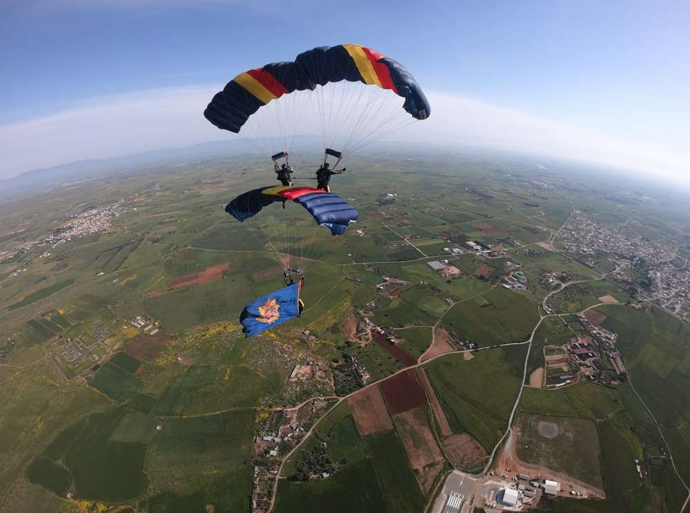British Army live parachute displays in Cyprus (videos)