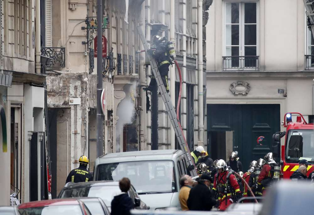 Gas explosion rocks central Paris shopping district