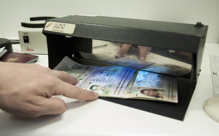 Two Iranians arrested at Paphos airport with fake documents