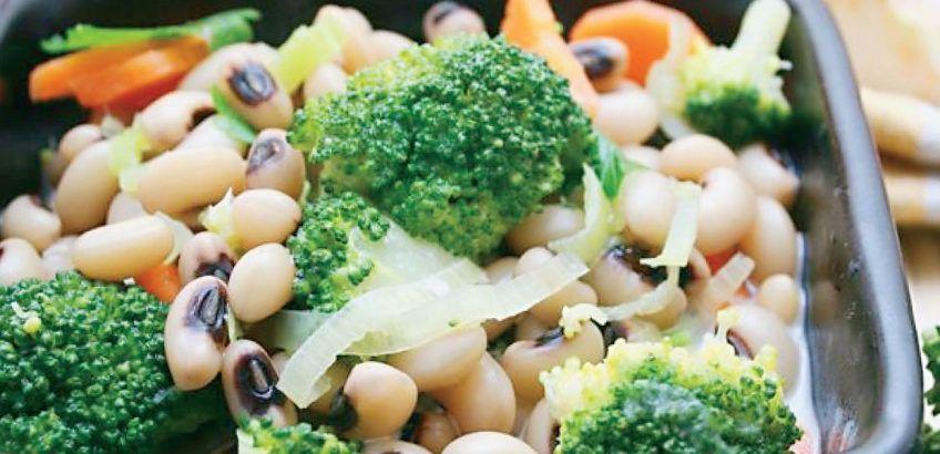 Black eyed peas with broccoli and leeks
