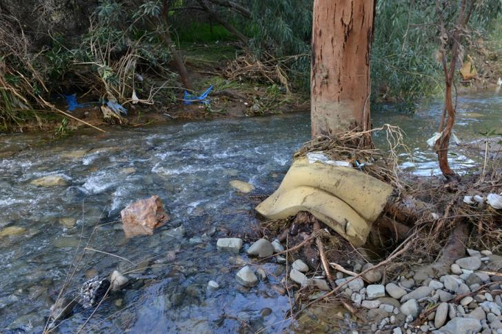Waste overflows with Pedieos river