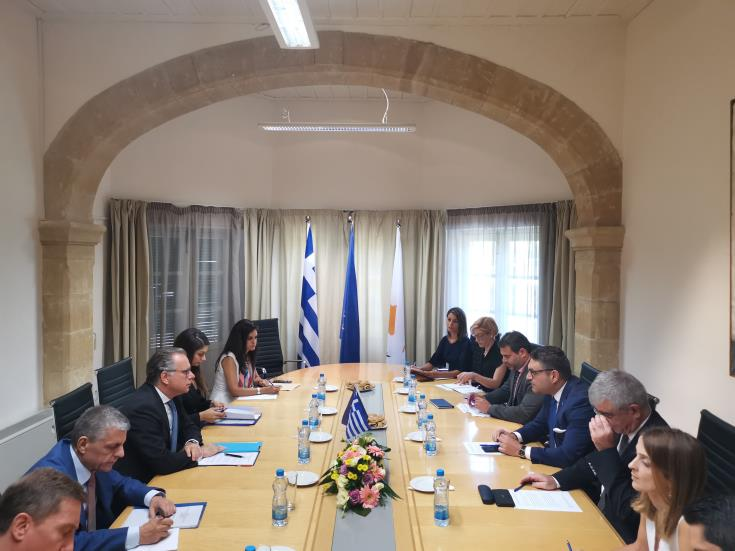 Cyprus and Greece coordinate their actions on migration